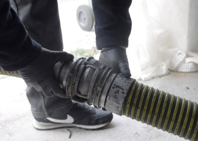 Raccordement des tuyaux de pompage de fosse septique