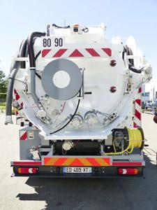 camion-pompage-fosse-septique-cleanfos