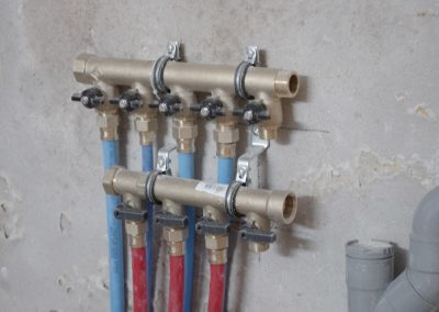 Nourrce de distribution eau chaude eau froide raccordée